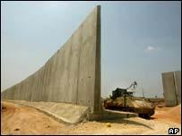 fenceorwall.jpg
